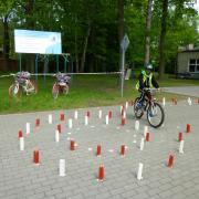 pokonywanie toru przeszkód rowerem